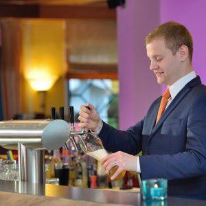Freundliche, Mitarbeiter, Rosis Bar, Hotel Erb, München, Parsdorf, Hotelbar
