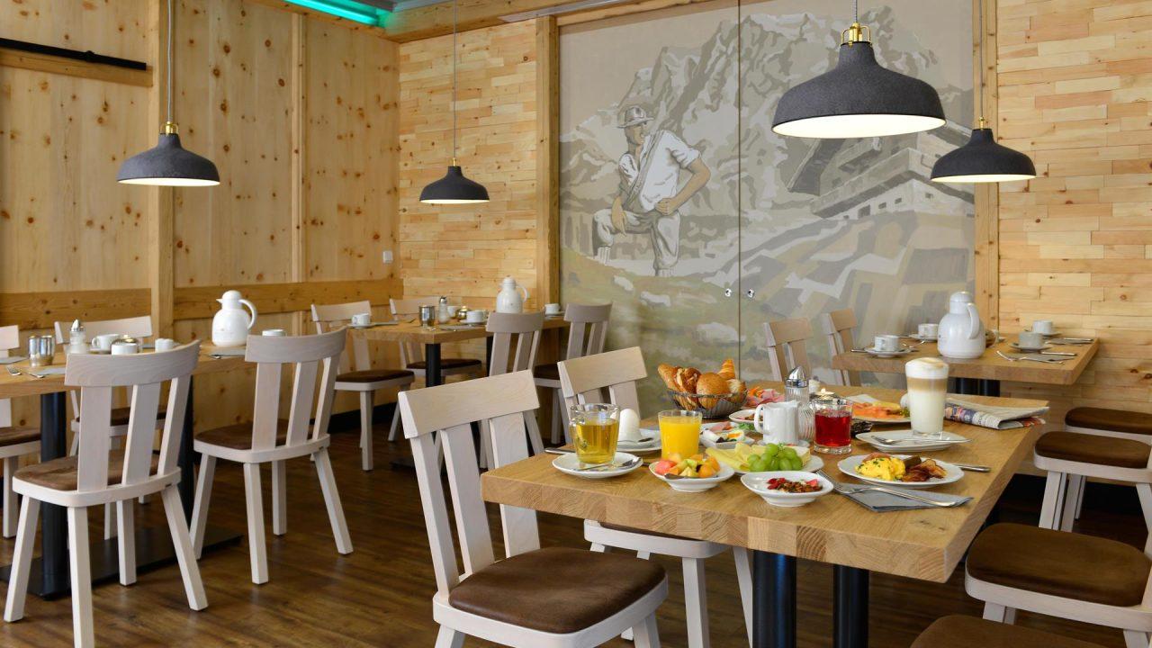 zirbenstube-fruehstueck-hotel-erb-parsdof