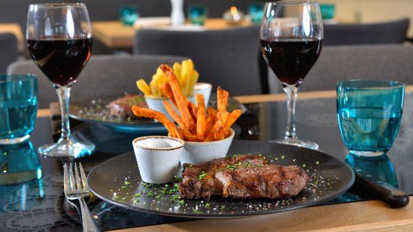 Alm Grill Restaurant mit Steaks vom Josper Grill